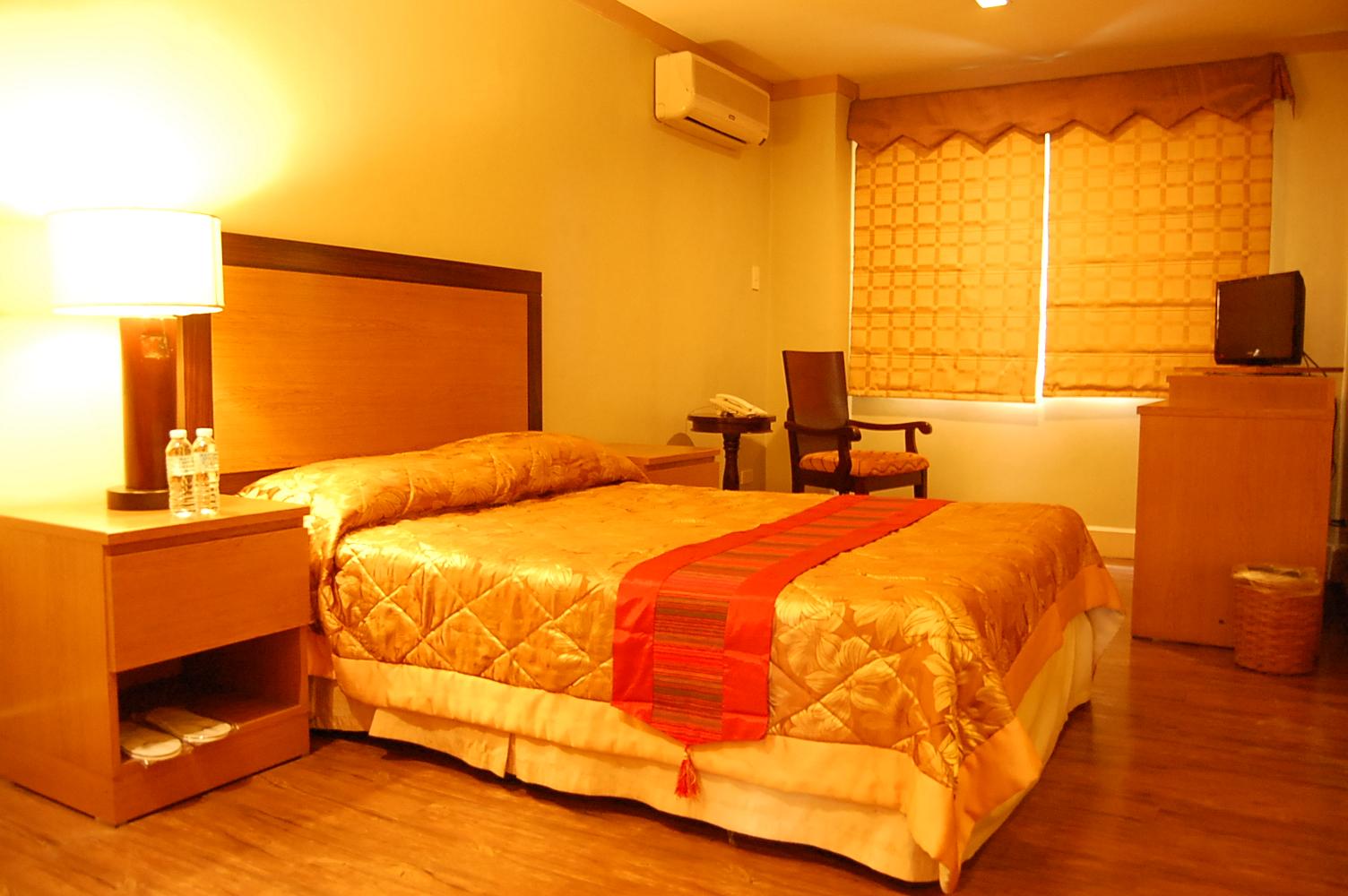 De luxe double holiday park hotel baguio city for Hotel de luxe